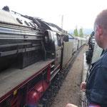 Erneutes Treffen mit 01 118 bei der Rangierfahrt an den Zug