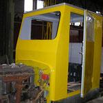 Kabine gelb lackiert