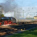 Anschließend zieht 01 150 ihren Zug aus der Abstellung in den Bahnhof vor