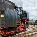 Am Nachmittag verlassen beide Züge im Abstand von knapp einer Viertelstunde Neustadt wieder, 01 118 rückt zuerst aus