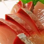 お刺身も、新鮮な釣り魚だけに切り口が立ちます