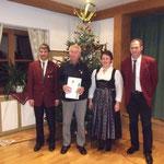Wilhelm Vetter anwesend und Ludwig Zimmerman nicht anwesend wurden für 50 Jahre Mitgliedschaft geehrt