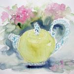 Teekanne mit Blumen