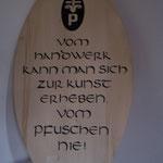 """Spruchtafel mit Logo  """"2010""""  HxBxT 140x55x4 cm"""