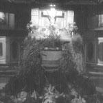Altar im Erntedankschmuck, 1950er Jahre