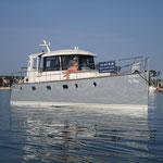 Modernes Verdränger Motorboot