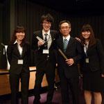 左から 上條さん、鎌倉さん、伊藤准教授、吉江さん