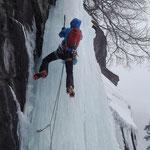 Cascade de glace, Matthieu Brignon guide à Aussois en Haute-Maurienne