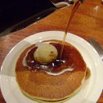 Mes pancakes (la boule sur le dessus, c'est du beurre!