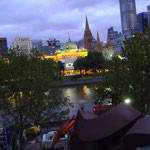 Flinders Street Station vu des Southbanks, ou arrive le ferry