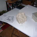 le fauteuil couvert et le squelette des personnages