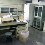 新たな試薬棚設置