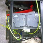 Erst mal schauen, wie viele Kabel gebraucht und wo sie verlegt werden. Der Doppelboden des Kastenwagens macht das gut möglich.
