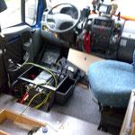 Einbau der 2. Boardbatterie. Fahrersitz raus, um an die Batterie zu kommen. Die 2. Boardbatterie kommt vor den Frischwassertank.