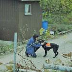 Mirella Manser mit Spürhund Yuma