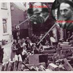 """Les GVC dans la cour de l'académie de Musique rue du Wichet. On aperçoit """"Le Crapaud (Ferdinat Avoirte) qui demeurait dans une petite maison rue du Wichet aujourd'hui démolie"""