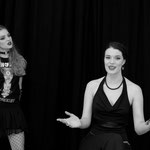 Lucia Zamora Campos als Elektra und Anna Präg als Klythemnaistra