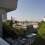 横浜開港資料館(旧英国総領事館)を望む