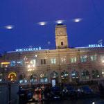 St.ペテルスグルグ、モスクワ駅午前九時頃(行き先の地名が駅名です)