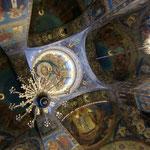 血の上の救世主教会内部の天井(一面イコンです)