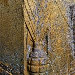 La borne Vauthier d'Albert: détail, la grenade
