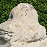 La borne Vauthier de Ville-sur-Ancre: le casque