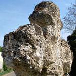 Croisillon de la croix en tuf de Millencourt-en-Ponthieu