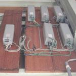 撤去パイパスする安定器。実は35W程の消費電力使ってるらしい。