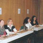 Noch entspannt, die Helferinnen beim Buchverkauf, v.l.Sabine Kramer, Marie-Christine Lichtenberg-Brandt, Maria Fortunato und Anke Meyer