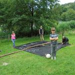 Besuch im Erlebniswald im August 2016: Das Nachtlager wird aufgebaut