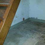 Unter der Treppe zum Dachboden