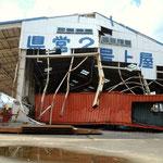 相馬港の倉庫:コンテナが突っ込んだまま