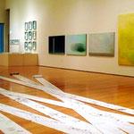 かるぽーと会場風景。全部で9名の作品が並んでます。