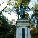 高知城の麓にある板垣退助像 高知には偉人が沢山います。