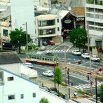 台風があっという間に通り過ぎ、夕刻頃には晴れ間が。写真は高知市内をのんびり走る「チンチン電車」。