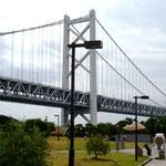 瀬戸中央道の与島PAから見た瀬戸大橋