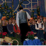 Der Schulchor bei der Winterfeier 2000