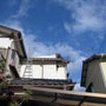 屋根の上で3分割し、ロープで引っ張りながら降ろしました。無事、撤去完了です☆