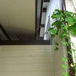 二つの屋根を分離して、雨漏りの原因を取り除きました。
