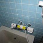 お風呂場のシャワー水栓も交換。こちらはINAXの商品です。
