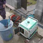 翌日、コケや汚れを落とすために高圧洗浄を行います。