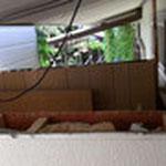 側面を必要な高さまで解体し、母屋の屋根と通路部分の屋根を分解することに成功しました。