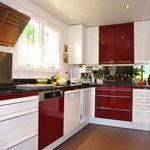 Blick in die hochwertige, grosszügige Küche (untere Wohnung)
