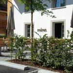 Das Leben im Dorfzentrum geniessen: Das stilvolle Café & Bistro «mina» in unmittelbarer Nachbarschaft