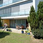 Ansicht an den geschützten und praktisch uneinsehbaren Gartensitzplatz-Bereich mit…