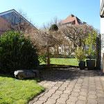 Blick vom Gartensitzplatz Richtung Schulhaus (Westen)