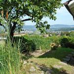 Traumhaft: Blick vom Garten ins Limmattal