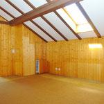 Im Dachgeschoss: Grosser Wohnraum-artiger Vorraum
