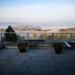 Nein, nicht in einem Ferien-Hotel – sondern in Eggenwil – vielleicht auf bald schon Ihrer Terrasse! (Aufnahme an einem frühen Morgen