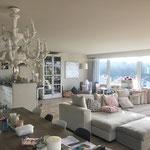 Riesig: Der über 60 m2 grosse Wohn-/Essbereich mit raumhoher Fensterfront auf die gesamte Raumbreite